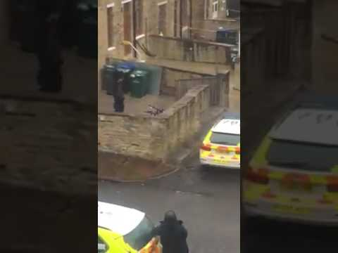 Special Police force raid on oak lane bradford