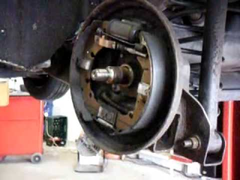Ford Fiesta 1 25 2004 Cleaning and adjusting rear brake