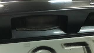 Замена лампочки в подсветке заднего номера у Mitsubishi Outlander XL
