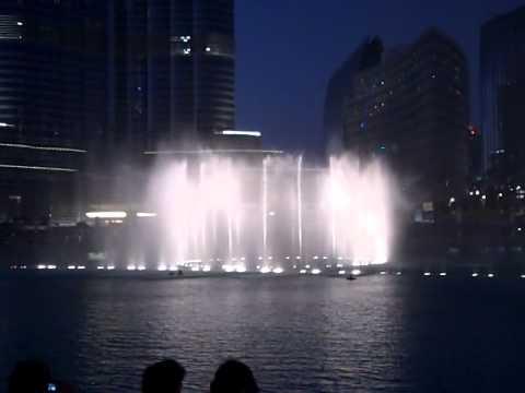 Dubai giochi d 39 acqua sotto il grattacielo pi alto del for Grattacielo piu alto del mondo