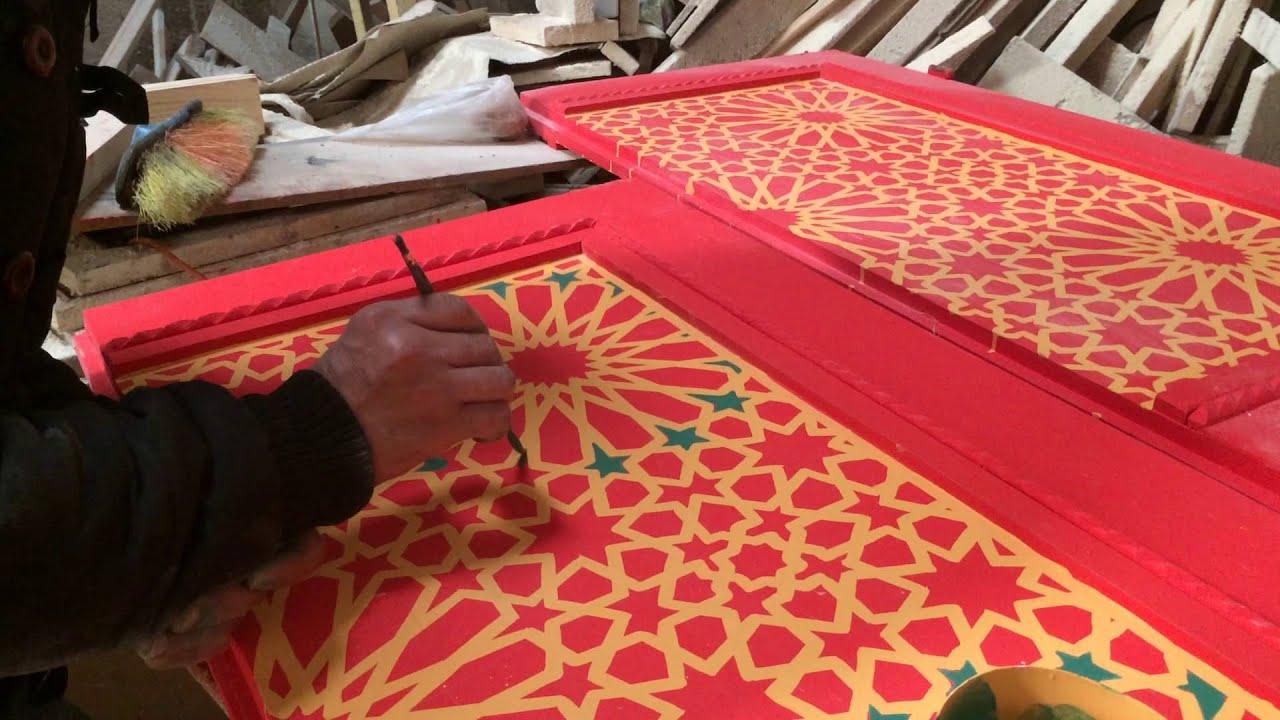 fabrication d 39 une porte marocaine en bois peinte zouacq. Black Bedroom Furniture Sets. Home Design Ideas