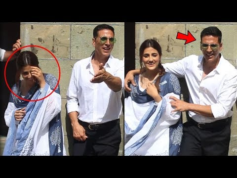 """Akshay Kumar FUNNY Moments With Nupur Sanon While Doing Photoshoot For """"Filhaal"""" Song Mp3"""