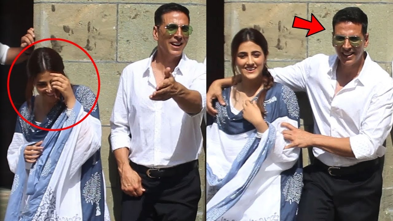 """Download Akshay Kumar FUNNY Moments With Nupur Sanon While Doing Photoshoot For """"Filhaal"""" Song"""