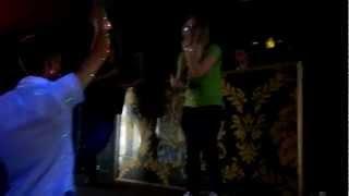 Девушка читает рэп. Кристина Белокурова и 220