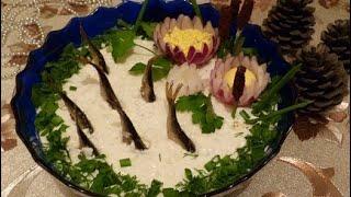 """Слоеный салат со шпротами """"Рыбки в пруду""""/вкусный праздничный салат на Новый Год украшенный шпротами"""