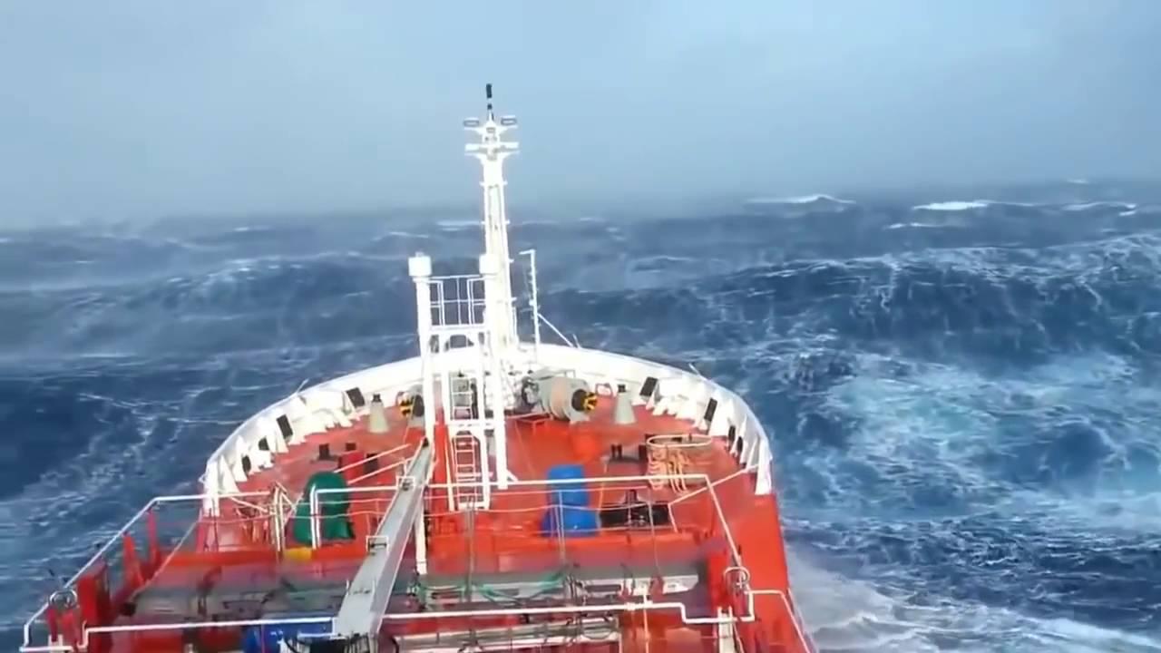шторм в океане фото