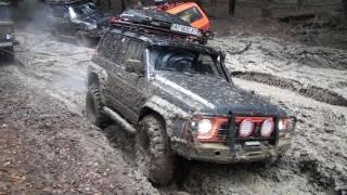 Nissan Patrol vs Suzuki vitara deep mud off-road 4x4