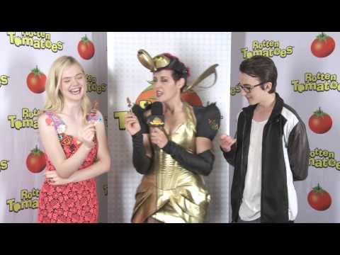 Elle Fanning & Isaac Hempstead Wright at Comic-Con