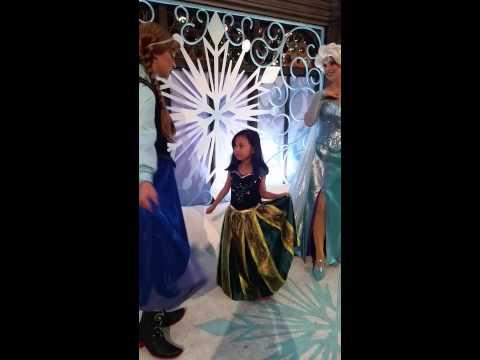 Hong Kong Disneyland Frozen with Anna and...