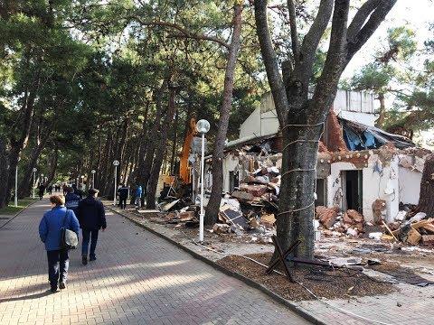 Массовый демонтаж кафе и ресторанов на набережной Геленджика