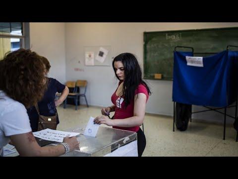 اليونانيون يصوتون في الانتخابات التشريعية وتوقعات بهزيمة اليسار أمام المعارضة المحافظة  - 14:54-2019 / 7 / 8