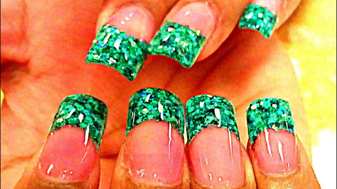 HOW TO GLITTER ACRYLIC NAILS GREEN - YouTube