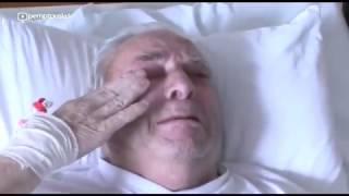 Монаси благославят болни хора с Честния пояс на Пресвета Богородица