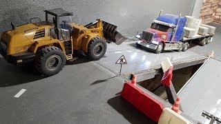 ОЧЕНЬ ТЯЖЕЛЫЙ ГРУЗ ... Погрузчиком тянем груженый грузовик. Tamiya RC Truck