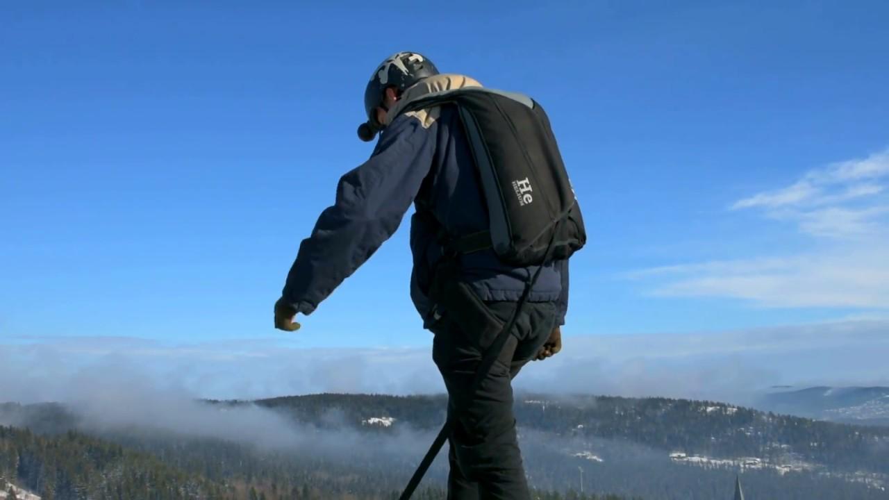 ЭКСТРИМ! Прыжок парашютиста с предельно малой высоты. Горнолыжный трамплин Хольменколлен, Осло.
