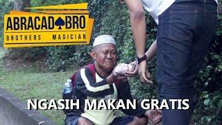 FEEDING HOMELESS - abracadaBRO Best Street Magic Tricks Prank Indonesia