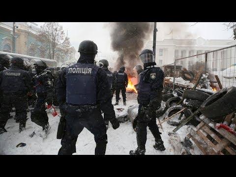 Сутички під Радою між поліцією та мешканцями наметового містечка