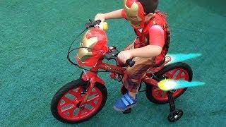 Entrega de Encomenda Bicicleta do Pequeno HOMEM DE FERRO