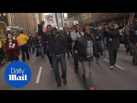 Chicago Protesters Demand Mayor Rahm Emanuel's Resignation - Daily Mail