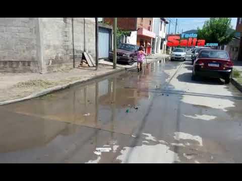 Agua servida en Pasaje Velarde en Villa Maria Ester