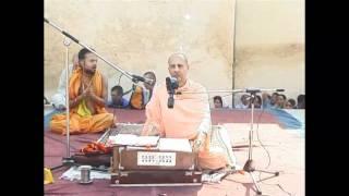 14. HH Radhanath Swami Kirtan & Dance at Radha Damodar Temple (Vrindavan Yatra 2004)
