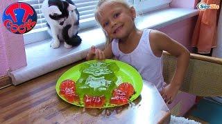 Ярослава готовит разноцветное ЖЕЛЕ - КОТЕНОК Видео для детей(Сегодня Повар Ярослава будет готовить разноцветное желе. Скорей к экрану, ребята! Смотрите новое видео..., 2016-09-18T08:02:38.000Z)