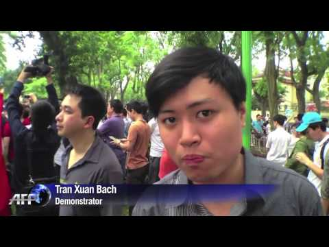 Large protests in Vietnam over China oil rig