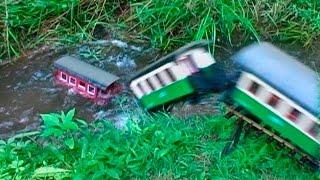 g scale model sinks in train wreck