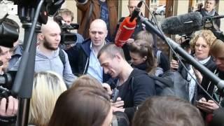 Multan con 14.000 euros a artista ruso por incendiar la puerta del antiguo KGB