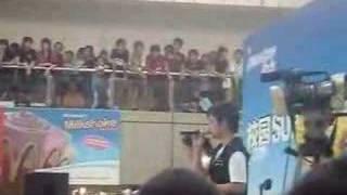 Huang ZhiYang and Teresa singing 珊瑚海