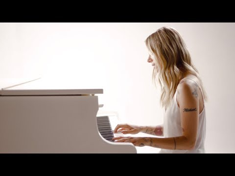 Смотреть клип Christina Perri - Tiny Victories