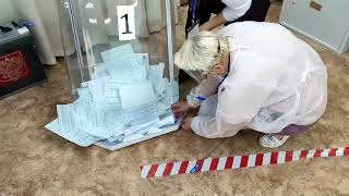 Саратове(вотчина Володина) чудесным образом  урна для голосования развалилась.
