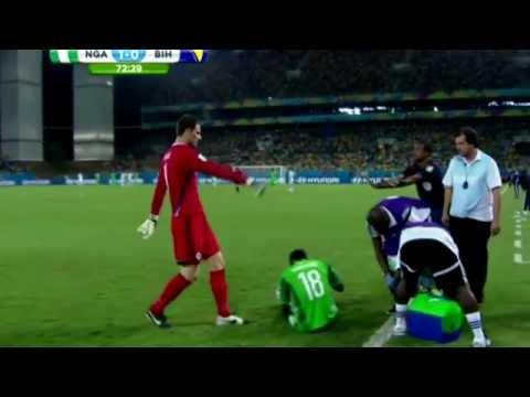 Asmir Begović iznosi Michela Babatundea  Nigeria vs  Bosnia Herzegovina