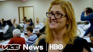 Repeat youtube video The White, Working Class Vote - VICE News Tonight on HBO (Full Segment)