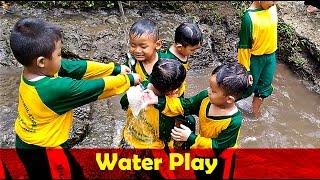 Anak Lucu Bermain Di Kubangan Air Saat Outbound - Kids Playing In A Puddle of Water