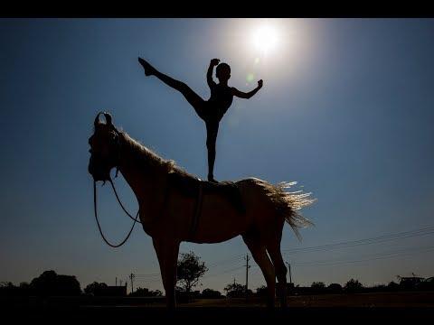 Teen Performs Extraordinary Yoga On Horseback