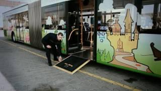 Wie funktioniert bei einem ESWE-Bus die Rollstuhlrampe?