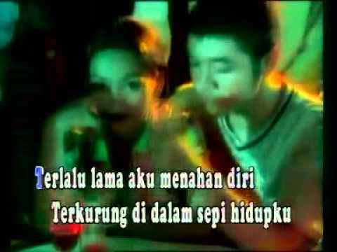 Deddy Dores ♥ Hatiku Bagai Disangkar Emas ♥♫ - YouTube.FLV