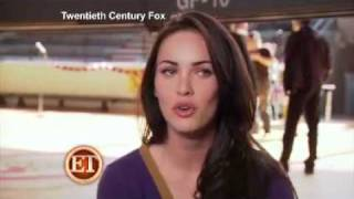 "Video Megan Fox Talks To ET About Her Kissing Amanda Seyfried & Behind The Scenes Of ""Jennifer's Body' download MP3, 3GP, MP4, WEBM, AVI, FLV Oktober 2018"