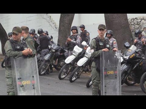 Policía venezolana custodia morgue en donde está el cuerpo de Oscar Pérez