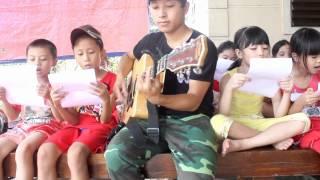 Bảy sắc cầu vồng guitar (trẻ con lon ton)