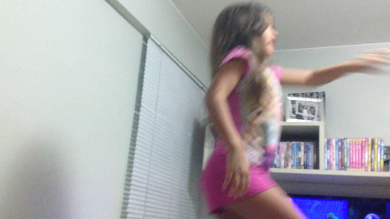 Hadassa Karys dançando a música Sorria