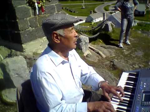"Christian Nielsen synger ""Hans Egede salmen"" på grønlandsk"