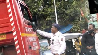 See How Mumbai Traffic Police Work || Truck Accident On The Streets Of Mumbai