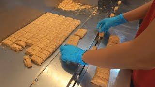 Making Peanut Brittle in Taiwan / 花生酥 - Taiwanese food
