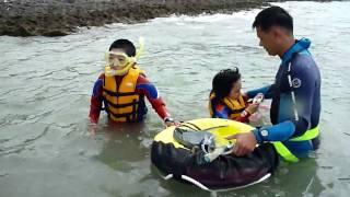 沖縄でのシュノーケル。 初めて海の中をのぞくと・・・ たくさんのお魚...