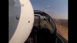 Как это было. Военный летчик сажает боевой истребитель на трассу М1. Видео из кабины пилота(, 2013-04-18T12:24:43.000Z)