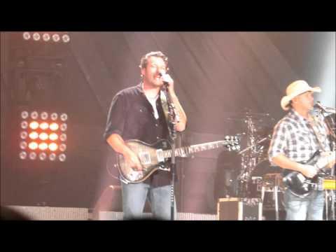 Footloose - Blake Shelton Live