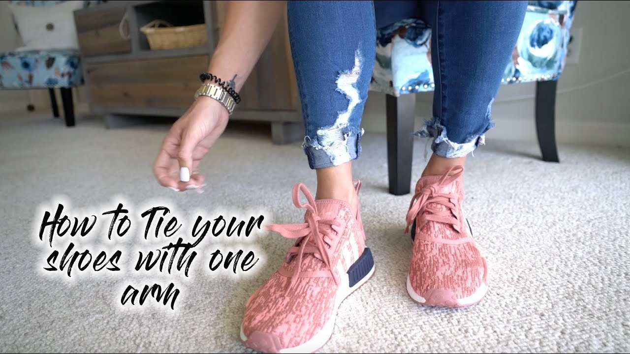 1a76f1799543a How to Tie Your Shoes With One Hand