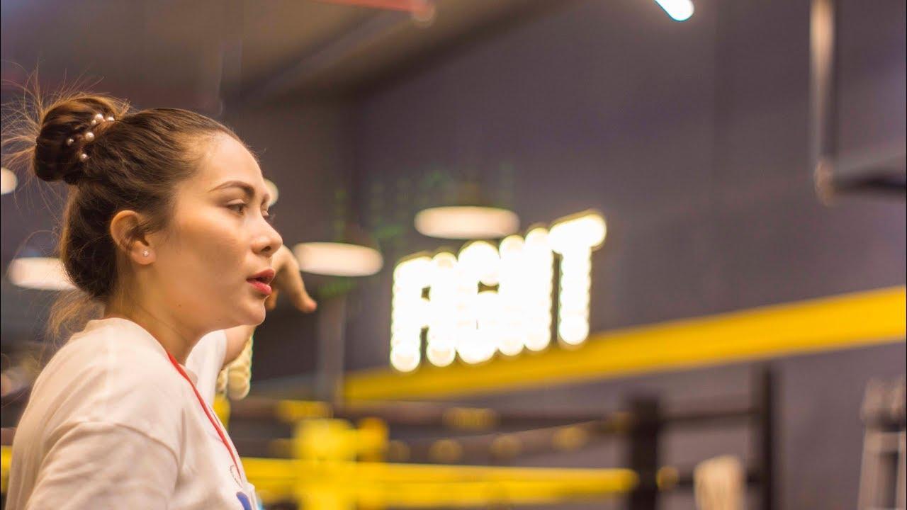 Fitness: Bài tập cơ ngực trên với tạ tay-tạ đòn trên băng ghế nghiêng trường Huflit